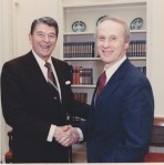 Barry Kelly shakes hands with President Reagan in the White House.